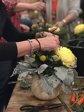 hands on fall floral design class