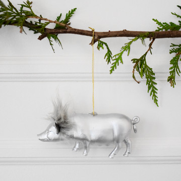 Chic Tree Ornaments From Old Toys