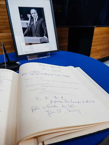 photo-condolences-book.jpg