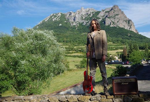 Blaise Merino Four strings wizard.JPG