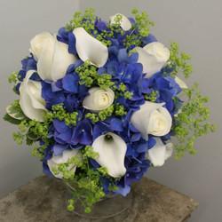 roses hydrangea calla lilies