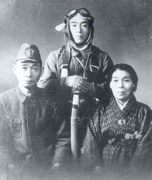 Portrait of pilot Masato Shirohira with parents taken near Chiran Air Base on May 10th 1945, a day prior to his sortie