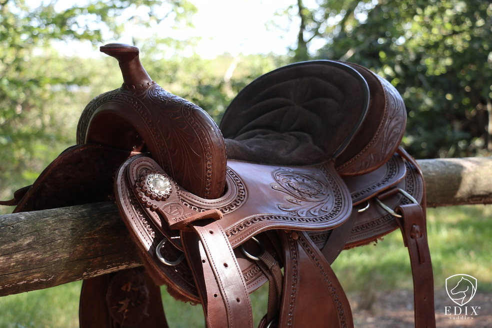 Treeless Western Saddle by EDIX