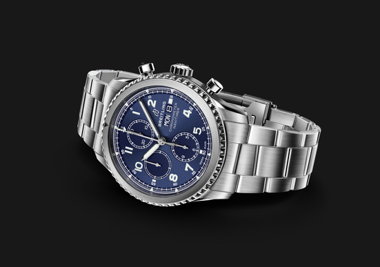 NAVITIMER8_CHRONO_7750_couché_STEEL_BLUE
