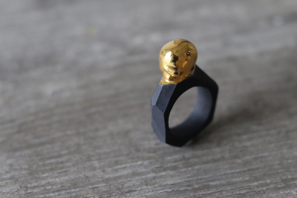 Bague crâne en porcelaine et lustre d'or pur - Camille Estivals