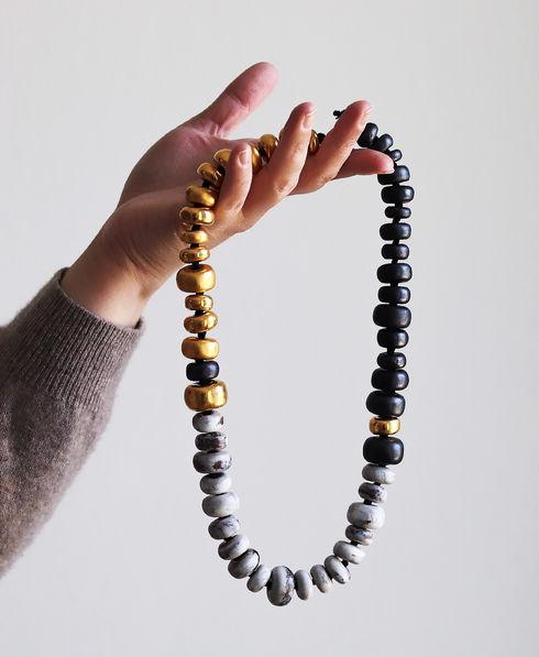 Collier de perles en porcelaine - Camille Estivals Bijoux