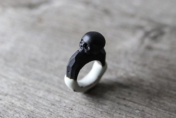 Bague en porcelaine émaillée - Memento Mori - Crâne - Camille Estivals