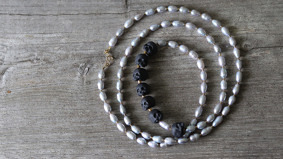 Collier sautoir en porcelaine et perles de culture - Memento Mori - Camille Estivals