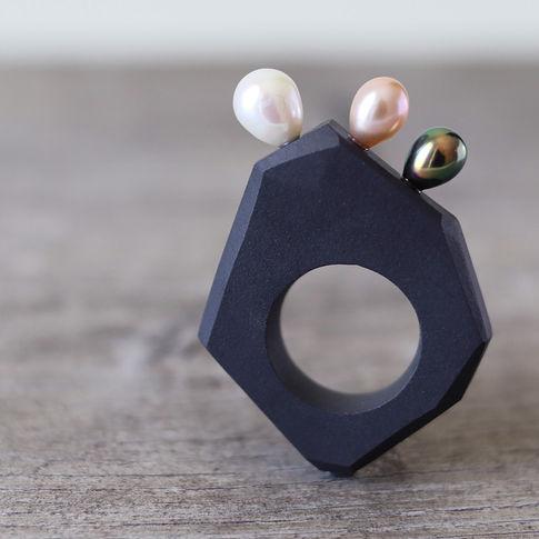 Bague en porcelaine et perles de culture - Camille Estivals