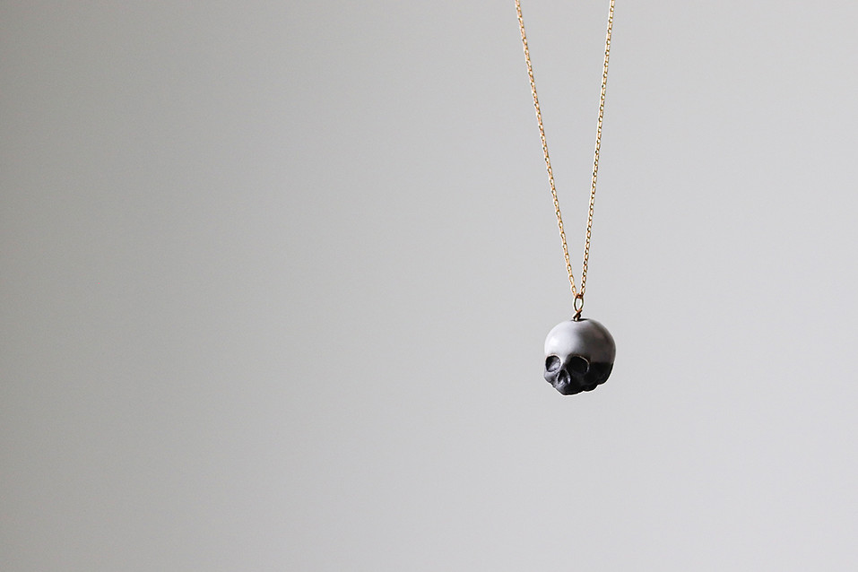 Collier pendentif crâne tête de mort en porcelaine émaillée - Camille Estivals