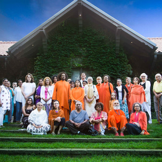 Guruji-Yogi-Satyam-at-Miller-Lash-House,