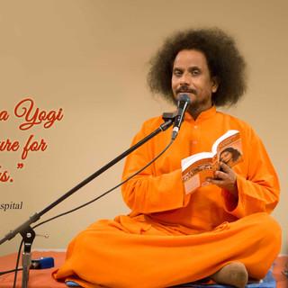 Yogi-Satyam-conducting-kriyayoga-at-Scar