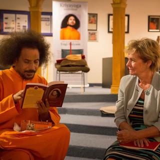 Guru-Yogi-Satyam-with-Keren-Redman---1.j