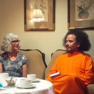Elizabeth-Clarke-with-Yogi-Satyam-at-YFT