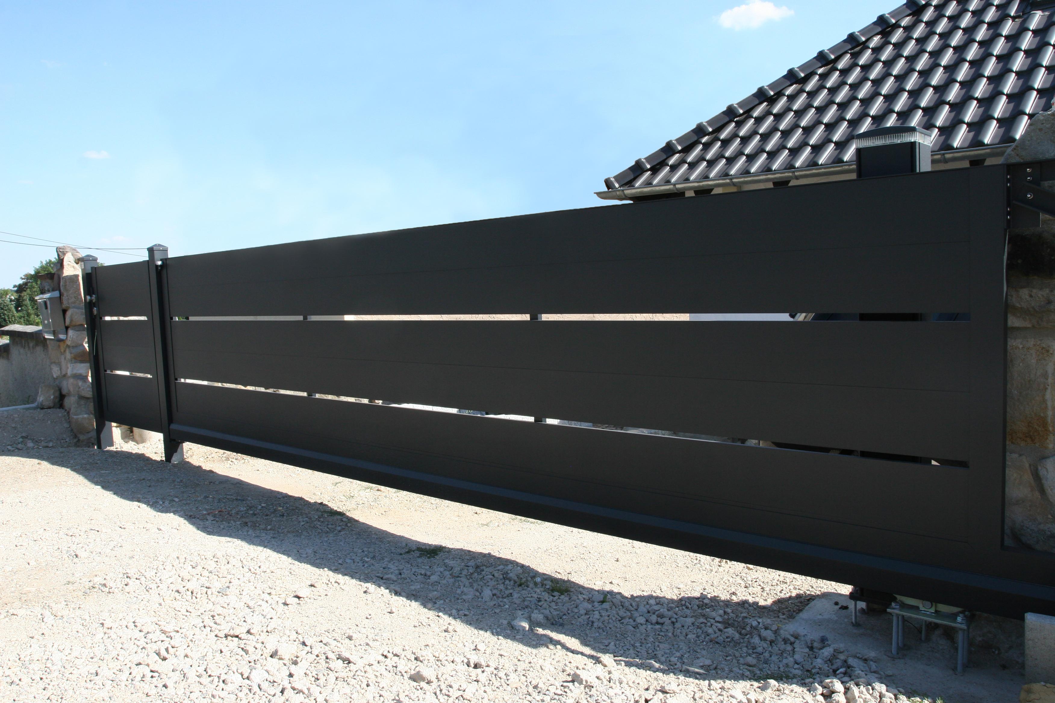 FZ.A.9 Schiebetor mit Säulenantrieb