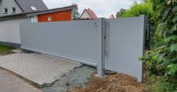 FZ.A.12 Schiebetor Falken-Gate ZF und Pforte RAL9006 (3)