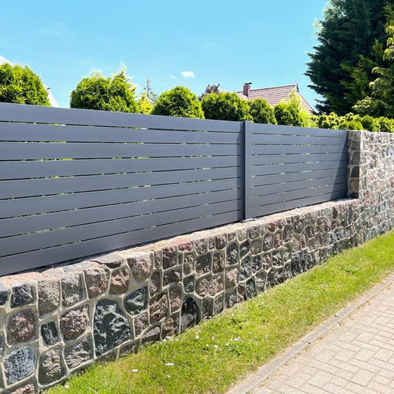 FZ.A.4 Zaunfelder auf Mauerwerk.jpg