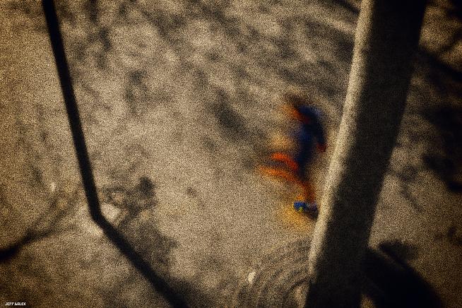 homme bleu rouge.png