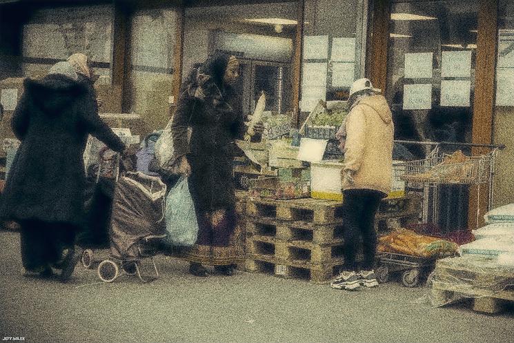 femme marché.png