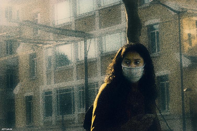 jeune femme masque.png