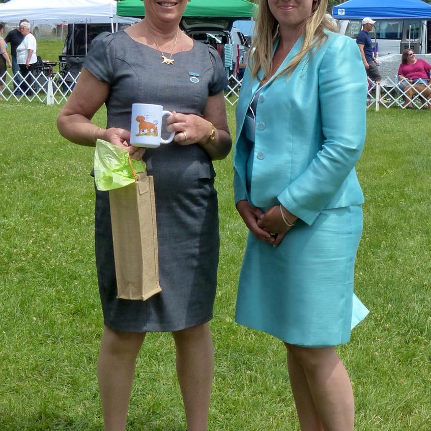 Judge Carolyn Cedarman and Show chair Mary-Ellen Harvey