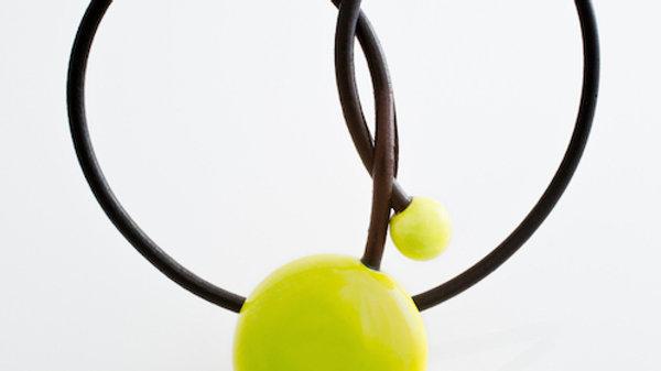 Gevole pendentif en porcelaine et fil de cuir anis