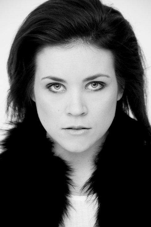 Headshot black&white - Danielle Gerrard[