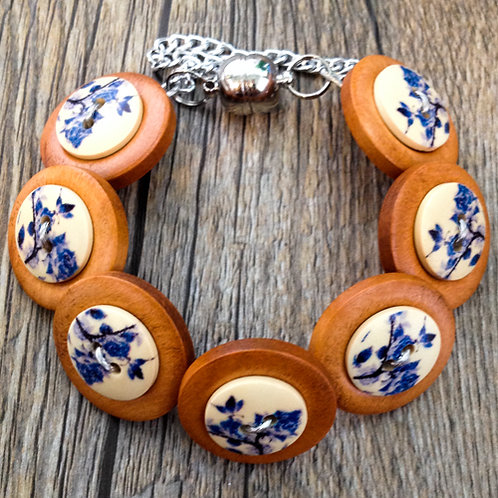 china blue button bracelet