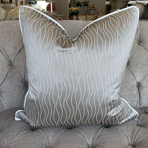MINK RIPPLE WITH WHITE PIPING 55x55cm