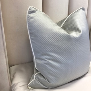 SILVER QUILTED WITH WHITE PIPING 55x55cm