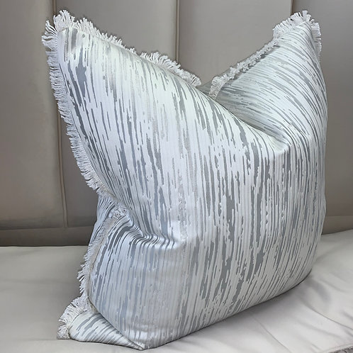BAMBOO SILVER WITH WHITE FRINGED EDGE 55x55cm