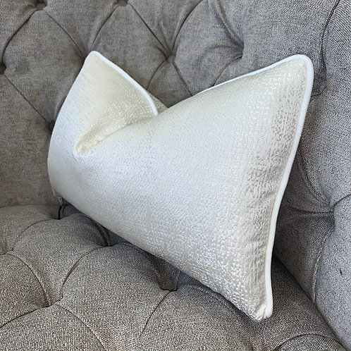 TEXTURED IVORY WITH WHITE PIPING 50X30CM