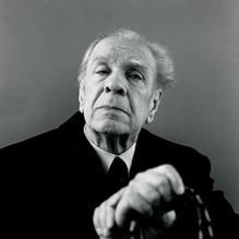 JORGE LUIS BORGES (Buenos Aires, 24 augustus 1899 – Genève, 14 juni 1986) was een Argentijns dichter, essayist en schrijver van korte verhalen. Hij wordt gerekend tot de belangrijkste schrijvers van de twintigste eeuw. Nobelprijswinnaar Mario Vargas Llosa noemde hem 'de grootste Spaanstalige schrijver sinds Cervantes'. Zijn werk is van bepalende invloed geweest op de opkomst van de Latijns-Amerikaanse literatuur in de tweede helft van de twintigste eeuw.