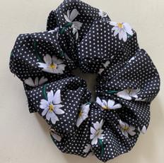 Sc daisies on black.jpg