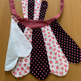 petal apron showing lining