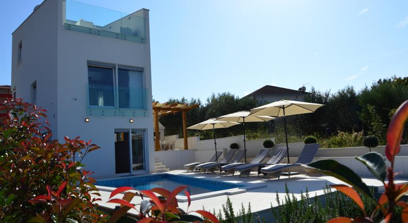 Leona villa.1.jpg