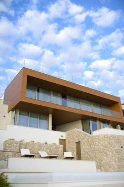 Gloss Villa.3.jpg