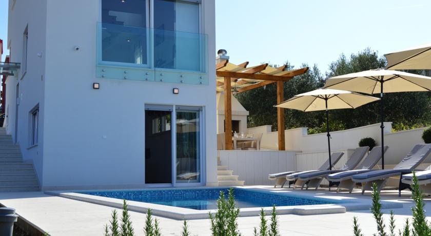 Leona villa.12.jpg
