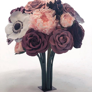 Creating freestanding giant bouquets is