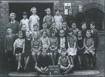 Class Photo 1940 -Senior School.jpg
