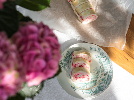 Rulltårta med jordgubbsfyllning till hund