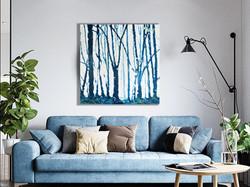 Белый свет сквозь синий лес.