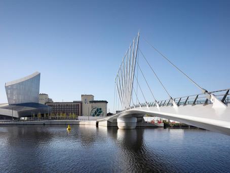 Conheça os projetos de Canais Urbanos mais interessantes do mundo: Media City Footbridge