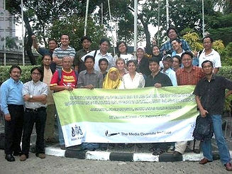 Cross-cultural%20media%20relations%20and%20journalist%20training_edited.jpg