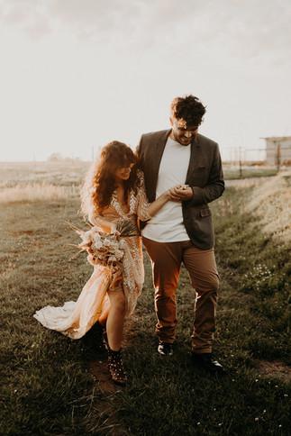 Organisation elopement @mc2monamour  Photographe @beatrice_thequirky  Videaste @jeremie_thequirky  Fleurs @undixneufseptembre  Robe @alma__real  Couple @florianedelfrate @samuel_ederle  Maquillage @alexandra_mitalia  Coiffure @rishjok  Alliances @myrtillebeck