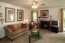 images-gallery-11-unit-living-room-555x370