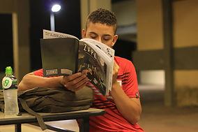 Leitura_da_revista_ZAPE__viagem_a_um_fut