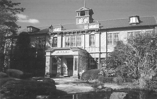 松山高校校舎
