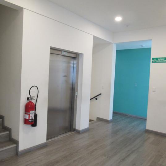 ascensor y escaleras