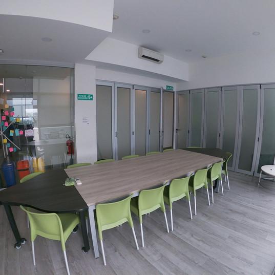 Sala de reuniones tercer piso.jpg